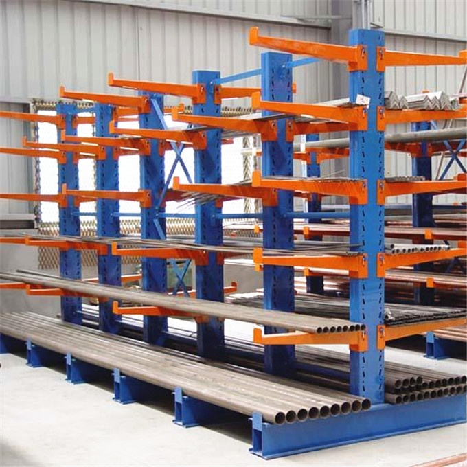 Selective warehouse storage cantilever racking